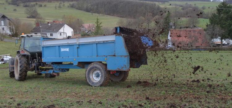 Hühnerstall bezogen und Felder gedüngt